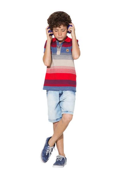 Camisa Infantil Oliver do tipo polo com listras coloridas em uma combinação super charmosa! Seu príncipe ficará ainda mais lindo.