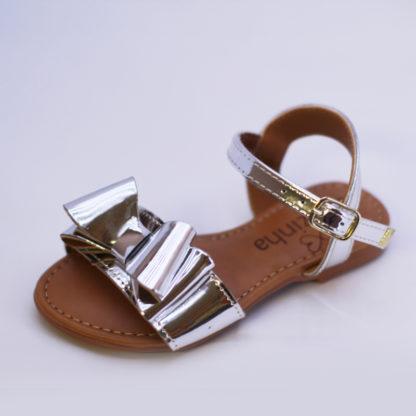 Sandália da Luluzinha na cor prata com laço linda e estilosa para o verão! As princesas amam.